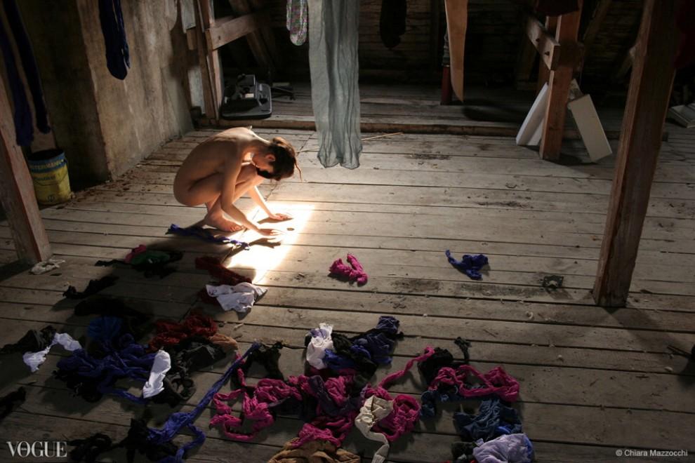 Human alienation (selfportrait): 600 autoscatti per raccontare l'alienazione