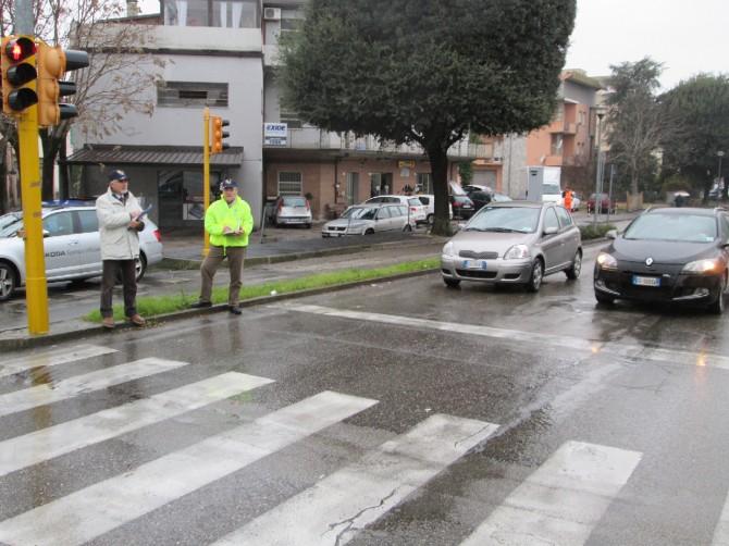 Cellulare alla guida, i controlli su strada