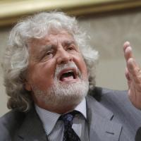 """Le minacce sulla pagina Fb di Grillo: """"Politici, vi aspetta il tritolo"""""""