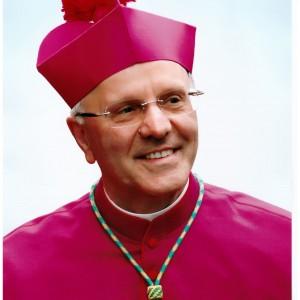 Vaticano, cambio al vertice Cei: lascia Crociata, arriva Galantino