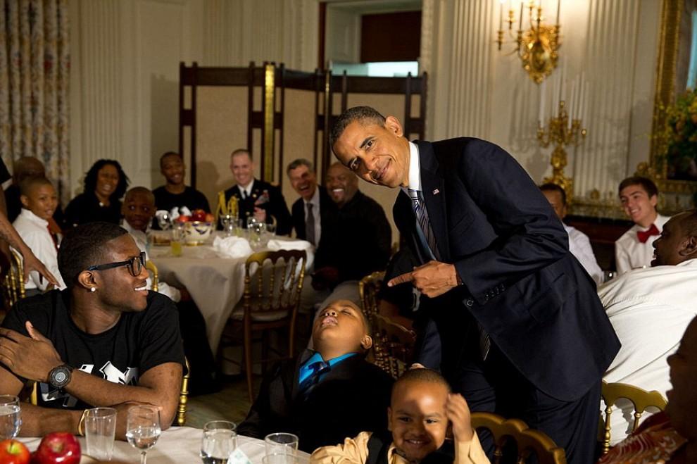 Il pisolino del bambino: Obama nel 2013, i dieci scatti più divertenti