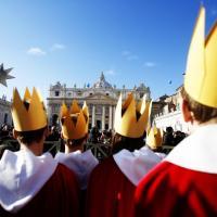 Giornata della pace, San Pietro gremita per l'Angelus