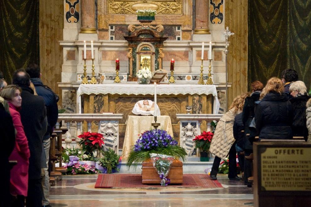 Roma, i funerali del giornalista Puccio Corona
