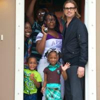 Katrina, cadono a pezzi le case donate da Brad Pitt agli alluvionati