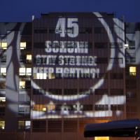 Schumi, il messaggio dei fan sulla facciata dell'ospedale