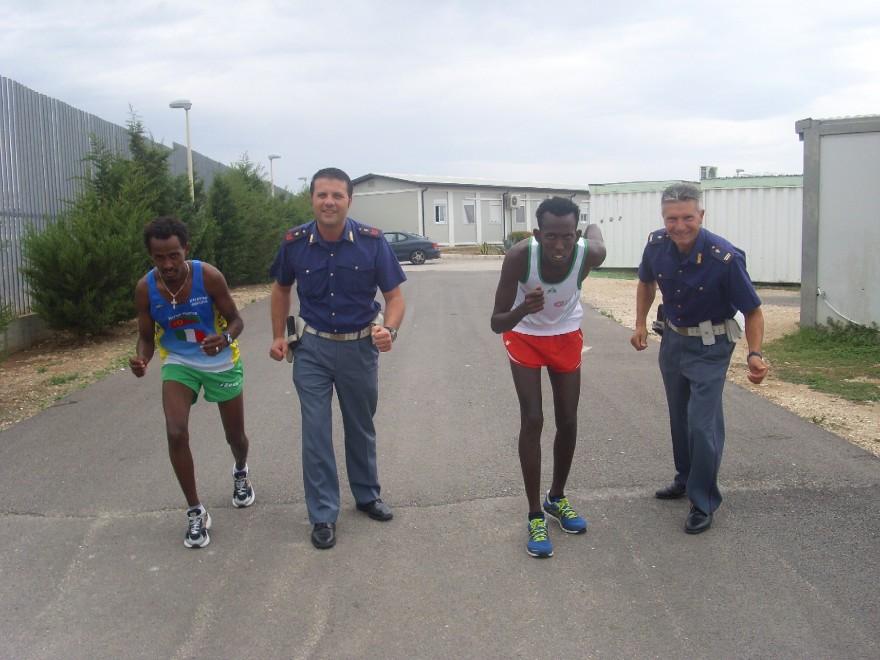 Bari, poliziotti scoprono due campioni al centro accoglienza
