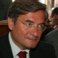 L'Aquila, il direttore di Confcommercio si barrica in Bankitalia e minaccia di darsi fuoco. Poi rinuncia alla protesta