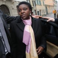"Kyenge, Pd: ""Gravissima intimidazione su Padania"". Lega: ""Ministro negritudine"""