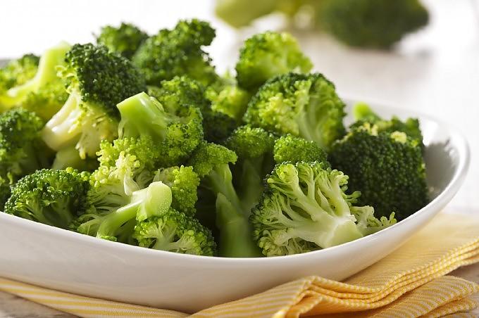 La via alimentare per il buon umore:  dai broccoli alla trota, tutti i cibi anti-ansia