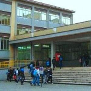 Terremoto in abruzzo la truffa della scuola ricostruita senza met delle fondamenta - Casa senza fondamenta terremoto ...