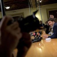 """Renzi-Berlusconi, in Rete la delusione dei militanti Pd: non va giù la """"profonda sintonia"""""""