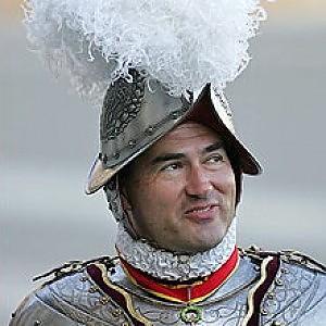 """L'ex capo delle guardie svizzere: """"In Vaticano lobby gay pericolosa anche per la sicurezza del Papa"""""""