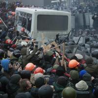 Kiev, scontri tra polizia e manifestanti