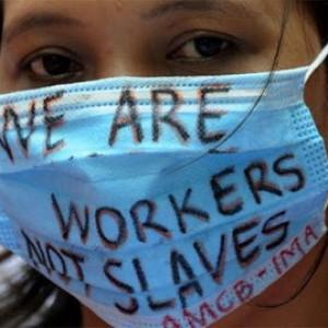 Torturati, stuprati, picchiati: milioni di nuovi schiavi su cui i paesi del Golfo prosperano