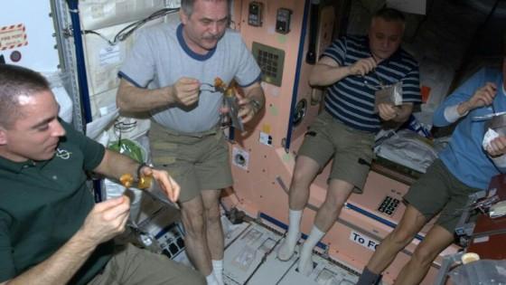 Sono i Master Chef dello spazio e cucinano i piatti per gli astronauti italiani