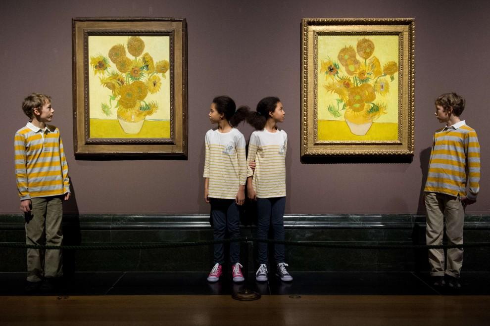 """Londra, esposte le due versioni dei """"Girasoli"""" di Van Gogh"""