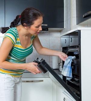"""La busta paga virtuale delle casalinghe  """"Il loro lavoro vale 7mila euro al mese"""""""