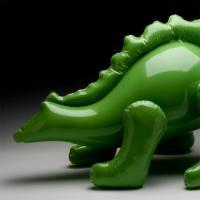 Queste sculture non sono in plastica: le opere in ceramica di Brett