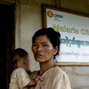 Birmania, le cliniche mobili in motocicletta che combattono (e vincono) la lotta alla malaria
