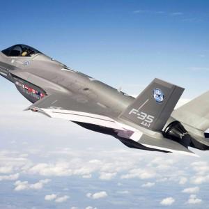 Costano troppo, meglio gli Eurofighter: il Pd vuol dimezzare l'acquisto degli F35