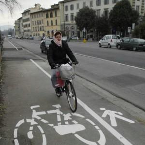 Le biciclette conquistano le strade, ora i ciclisti chiedono di fare le leggi