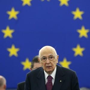 """Napolitano a Strasburgo: """"Elezioni europee, momento della verità"""". Fischiati i leghisti che lo interrompono"""