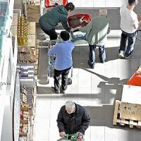 """Dicembre frena il crollo dei consumi.Confcommercio: """"Ripresa è lontana"""""""
