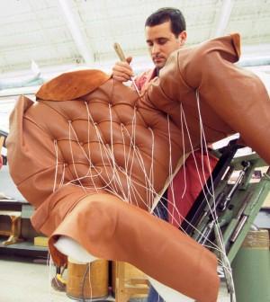 Più lavoro, fatturato e produttività: se il made in Italy emigra, ci guadagna
