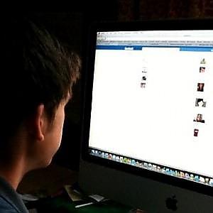"""Pericolo """"Sexting"""": sei ragazzi su dieci si scambiano foto hot in Rete"""