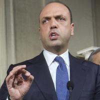 """Alfano dichiara guerra a Berlusconi: """"Irriconoscibile, circondato da inutili idioti"""""""