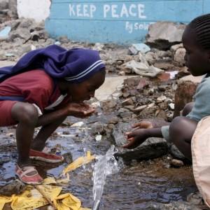 Nairobi, fare giornalismo nello slum di Kibera, dove tv, radio e giornali tessono la rete di una comunità