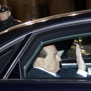 """Berlusconi: """"Mi deve tutto, ma ora Angelino è un pugile suonato. Tra un anno si vota e vinceremo"""""""