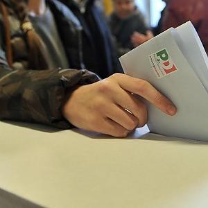 """Calabria, accuse di brogli nelle primarie Pd: """"Un voto ogni 27 secondi per il renziano"""""""
