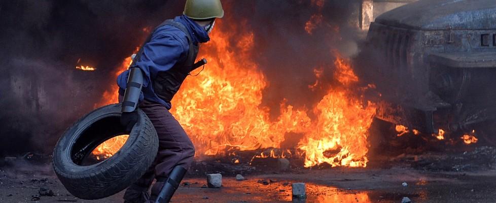 Scontri in Ucraina, in fiamme piazza Maidan: 15 morti. Accuse tra Russia e occidente