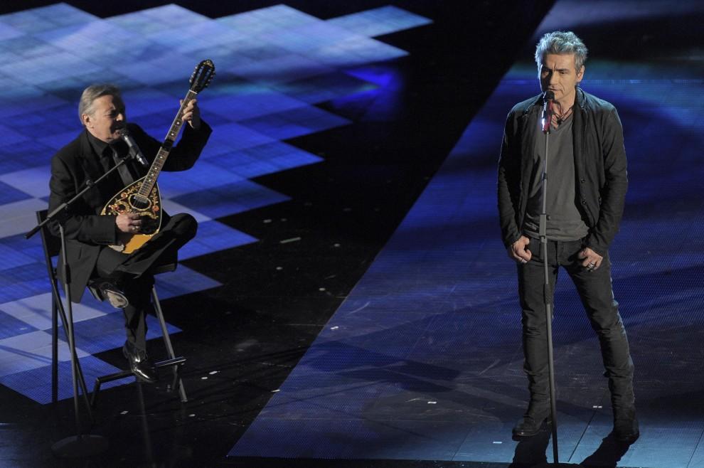 """Ligabue canta """"Creuza de mà"""" prima serata di Sanremo 2014, via http://www.repubblica.it/speciali/sanremo/edizione2014/2014/02/18/news/sanremo_prima_serata-78982587/#gallery-slider=78994315, as seen on viaoptimae.com"""