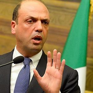 Governo, Alfano pone le sue condizioni: lo scoglio della giustizia nella trattativa