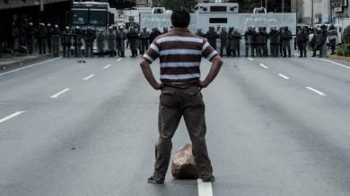Venezuela, Miss uccisa negli scontri  foto