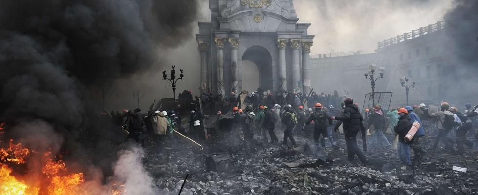 Ucraina, è guerra civile: oltre 100 morti. Sanzioni dall'Ue