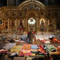 Kiev, la cattedrale si trasforma in un ospedale da campo