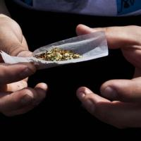 Cannabis, in Francia un ospedale 'assume' fumatori di spinelli
