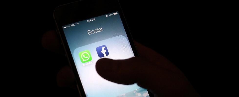 """Facebook-WhatsApp, la paura degli utenti: """"La nostra privacy è a rischio, boicottiamoli"""""""