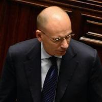 """Grillo lancia strali contro il governo, Berlusconi ai suoi: """"Tenetevi pronti per le elezioni"""""""
