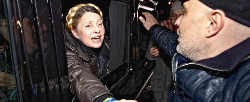 """Ucraina, il Parlamento rimuove Yanukovich e libera  Tymoshenko : """"Mi candiderò"""""""
