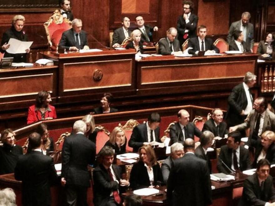 Il debutto di Renzi: il fotoracconto dei senatori su Twitter