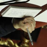 Il pizzino di Renzi: ''Ho fatto una buona telefonata a Obama''