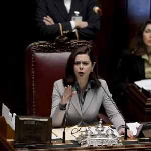 """""""Renzi figlio di Troika"""", nuovo scontro in aula tra Boldrini e il M5S"""