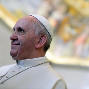 """Il Papa: la Chiesa chiamata ad affrontare """"le nuove sfide della famiglia"""""""