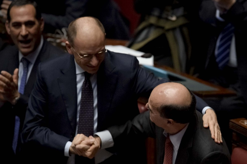 Bersani torna alla Camera: abbracci e standing ovation