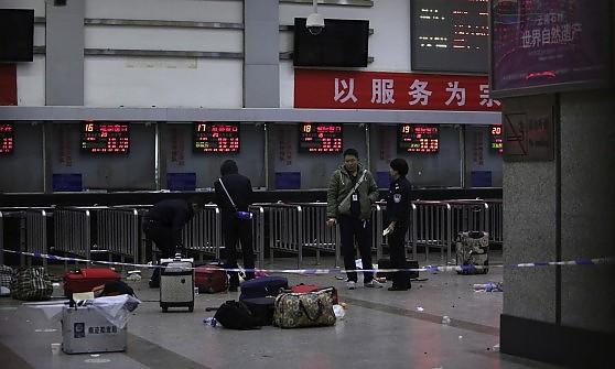 Cina bagno di sangue nella stazione ferroviaria 33 - Bagno di sangue ...
