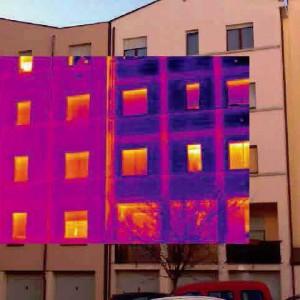 Lo spreco energetico ci costa 100 euro al mese: il rapporto di Legambiente